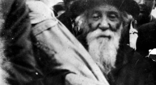 100 Looted Sifrei Torah Will Be Returned to the Jews